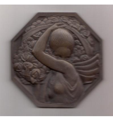 La porteuse de fleurs par Pierre Turin 1930